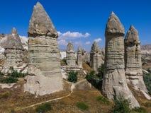 Chaminés feericamente na região do ` s Cappadocia de Turquia Foto de Stock