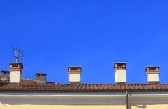 Chaminés no telhado Fotos de Stock
