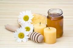 chamomile μέλι λουτρών στοκ εικόνες με δικαίωμα ελεύθερης χρήσης