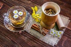 Chamomile tłuczek i herbata Zdjęcie Stock