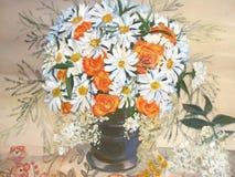 Chamomiles i pomarańcze kwitną w wazowym obrazie. obrazy royalty free
