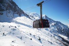 Chamonix-Mont-Blanc, Francia: Cabina di funivia da Chamonix-Mont-Blanc alla sommità di Aiguille du Midi Fotografia Stock Libera da Diritti