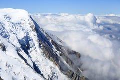 Chamonix: Opinião dos cumes de Mont Blanc Foto de Stock