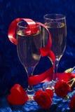 Champán, corazón y flores Fotos de archivo