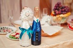 Champán de la boda en la tabla de banquete Fotos de archivo