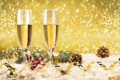 Champán de la tostada del Año Nuevo, fondo de oro Fotos de archivo