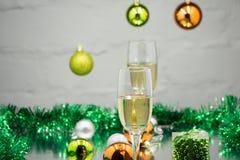 Champán de la víspera del ` del Año Nuevo, fondo del árbol de navidad Fotos de archivo