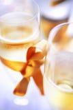 Champán en dos vidrios Imagen de archivo libre de regalías