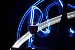 Champán en el ` s Eve del Año Nuevo Llamaradas de Fajerwerek Saludos del ` s del Año Nuevo Fotografía de archivo