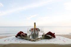 Champán en la playa Imagen de archivo libre de regalías