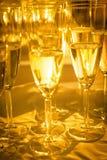 Champán en vidrios de flauta Fotos de archivo libres de regalías