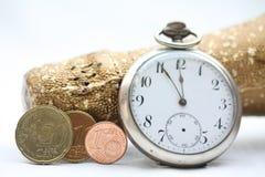 Champán feliz 2011 y reloj Foto de archivo libre de regalías