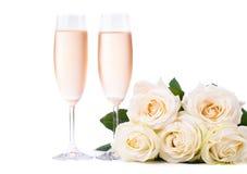 Champán frío y un ramo de rosas Foto de archivo