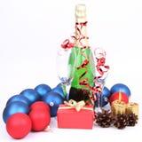 Champán, vidrios, decoración de la Navidad Fotos de archivo libres de regalías