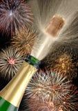 Champán y fuegos artificiales de la botella Fotos de archivo libres de regalías