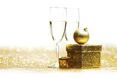 Champán y regalo Foto de archivo libre de regalías
