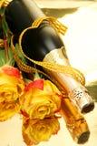 Champán y rosas fotografía de archivo libre de regalías