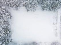 Champ couvert par neige - vue d'en haut photo stock