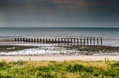 Champ d'éoliennes en mer à l'île de Walney Image libre de droits
