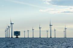 Champ d'éoliennes en mer Lillgrund Photo stock