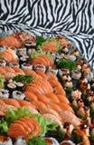 Champ de cablage à couches multiples de sushi et de poissons crus Photographie stock