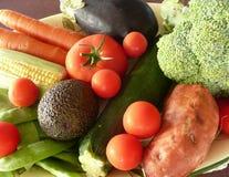 Champ de cablage à couches multiples des légumes crus. Images libres de droits