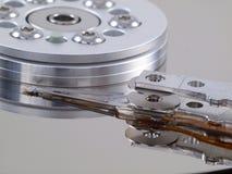 Champ de cablage à couches multiples et tête d'unité de disque dur dans l'avant Photo stock