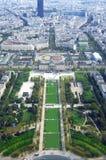 Champ de Mars- och Ecole militairesikt från Eiffeltorn i Paris Fotografering för Bildbyråer