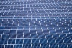 Champ des panneaux solaires Images libres de droits