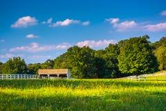 Champ et écurie de ferme en Howard County, le Maryland photo libre de droits