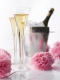 CHAMPAGNE εξυπηρετείται για το γάμο Στοκ φωτογραφία με δικαίωμα ελεύθερης χρήσης