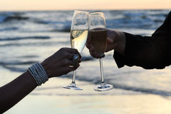 Champagne auf dem Strand Stockfoto
