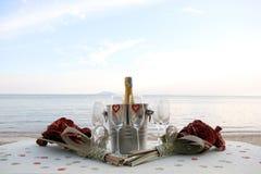 Champagne auf dem Strand Stockfotografie
