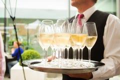 Champagne auf einer Platte Stockbild