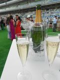 Champagne aux courses photos stock