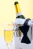 Champagne, avondkleding en lippenstift Royalty-vrije Stock Foto's