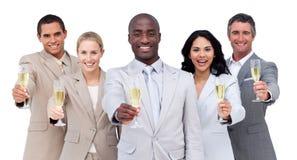 Champagne bevente della squadra Multi-cultural di affari fotografia stock