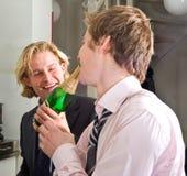 Champagne bevente di Drunks fotografia stock