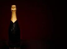 Champagne Bottle auf Schwarzem Stockbild