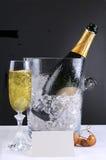 Champagne Bucket y vidrio Foto de archivo