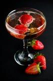 Champagne com morangos Foto de Stock