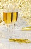 Champagne com o chifre dos anos novos Fotografia de Stock