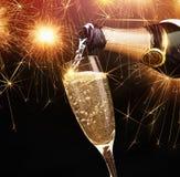 Champagne con le stelle filante Fotografie Stock Libere da Diritti