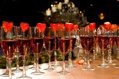 Champagne cor-de-rosa e morangos Imagem de Stock Royalty Free
