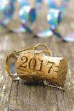 Champagne-cork voor geluk bij nieuwe jaren 2017 Stock Foto
