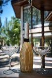 Champagne d'élite avec des verres cristal Photographie stock