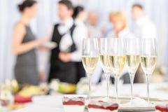 Champagne d'apéritif pour des participants de contact Images stock