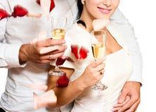 Champagne dans des mains de fille et d'homme Images libres de droits