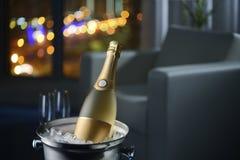 Champagne dans la chambre d'hôtel Photo libre de droits