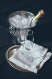Champagne dans le lit Images stock
